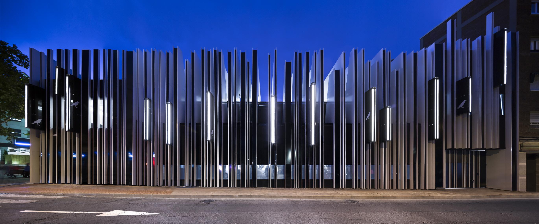〔안정원의 디자인 칼럼〕 노후하고 버려진 시장을 세련된 복합문화공간으로 변모시킨 공간 1