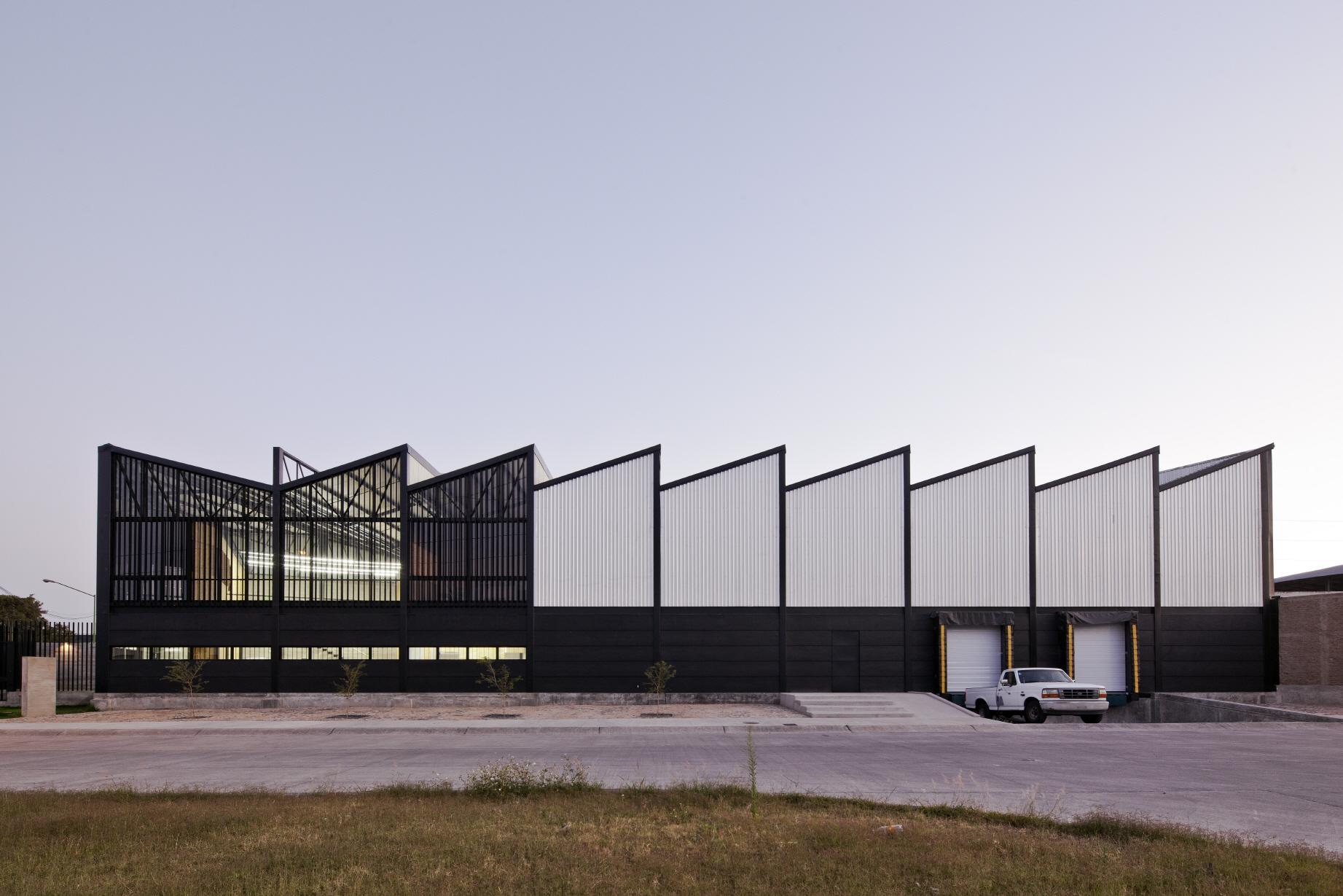 〔안정원의 디자인 칼럼〕 톱니 모양과 비렌딜형 기둥을 활용한 창고형 오피스 건물