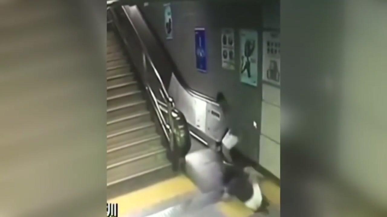"""""""이불 밖은 위험해""""...지하철역 황당 사고"""