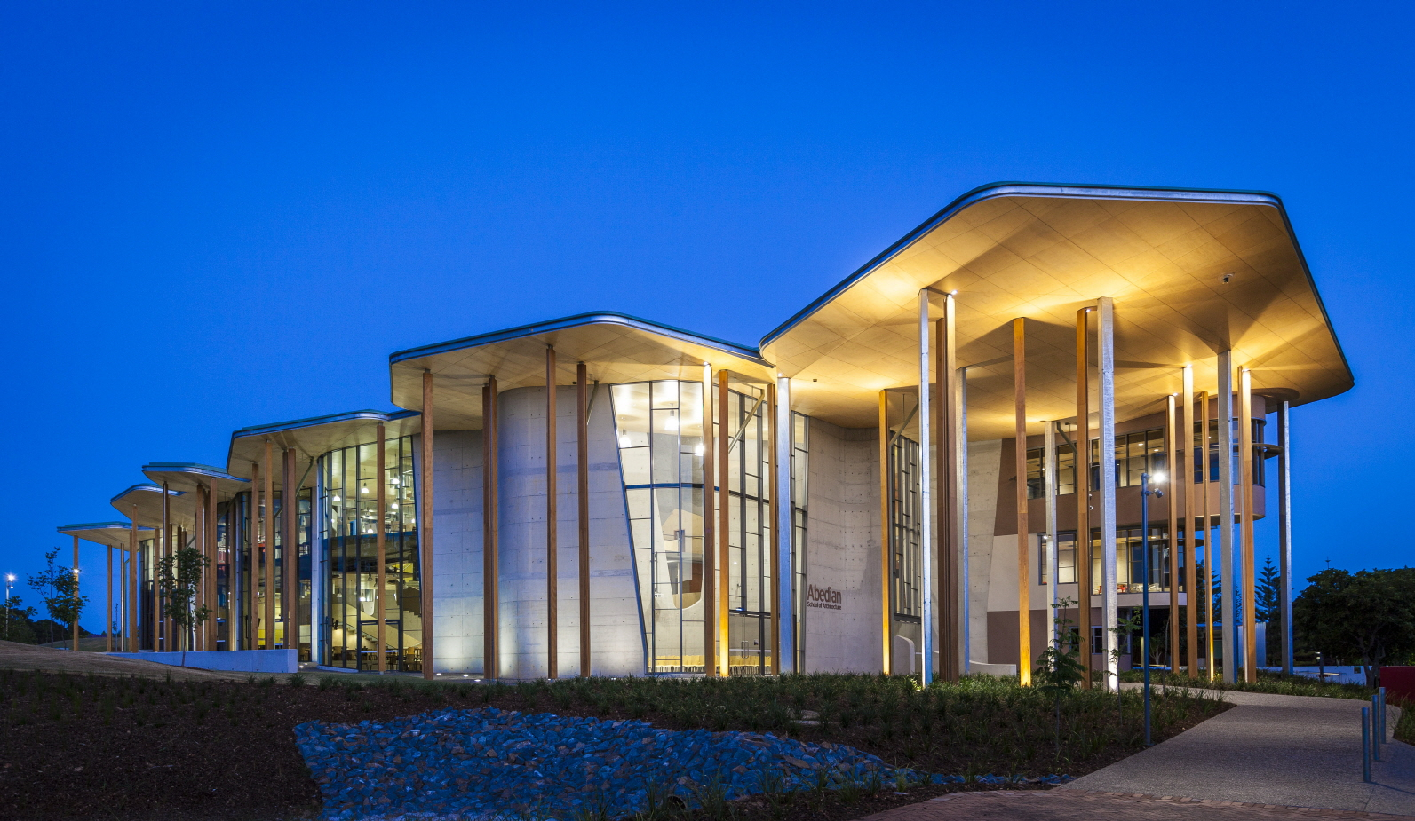 〔안정원의 디자인 칼럼〕 바람의 순환 관계와 햇볕의 열기를 고려한 창의적인 학교 공간 1.