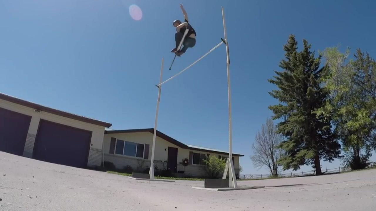 [지구촌생생영상] '스카이콩콩 높이뛰기'...3m 40cm 세계기록 도전