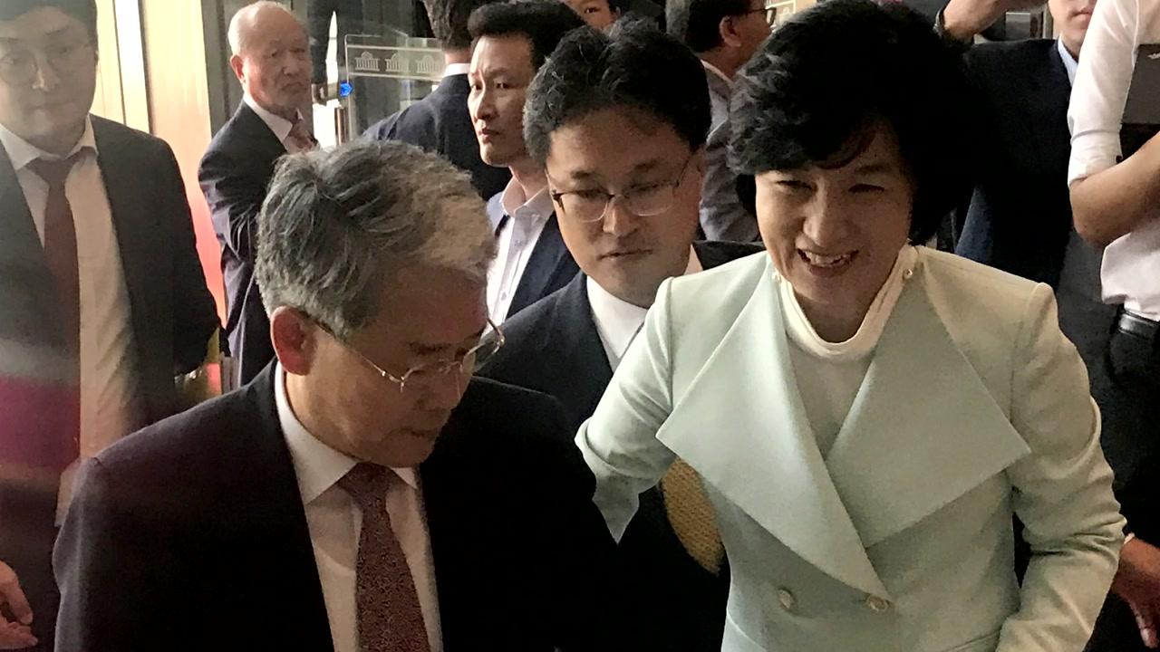 [취재N팩트] 한지붕 두가족 '민주당-국민의당', 김명수 통과 계기로 해빙 맞나