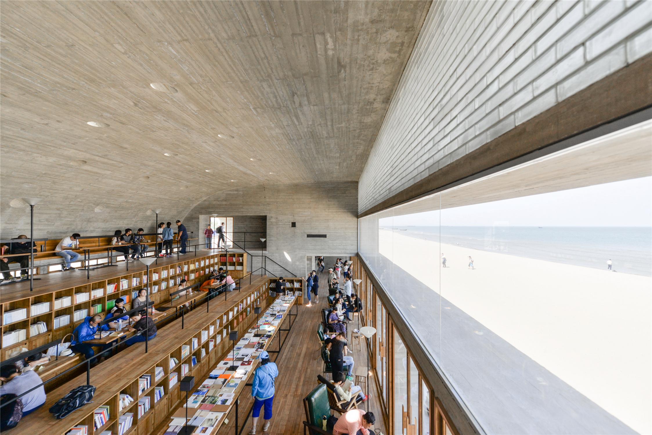 〔안정원의 디자인 칼럼〕 해변 도서관에 바다의 풍경과 빛과 소리의 언어를 담다 2