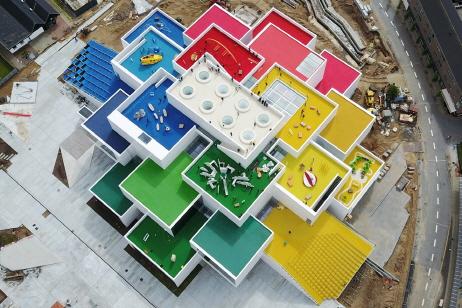 〔에이앤뉴스의 포토 뉴스〕 21개의 레고 브릭을 쌓아 올린 덴마크 빌룬트의 더 레고하우스