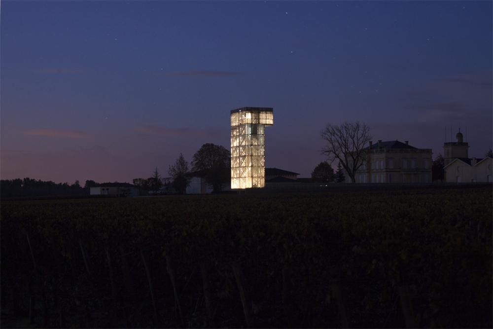 〔안정원의 디자인 읽기〕 프랑스 시골마을의 포도밭을 배경으로 들어선 등대같은 방문자 센터