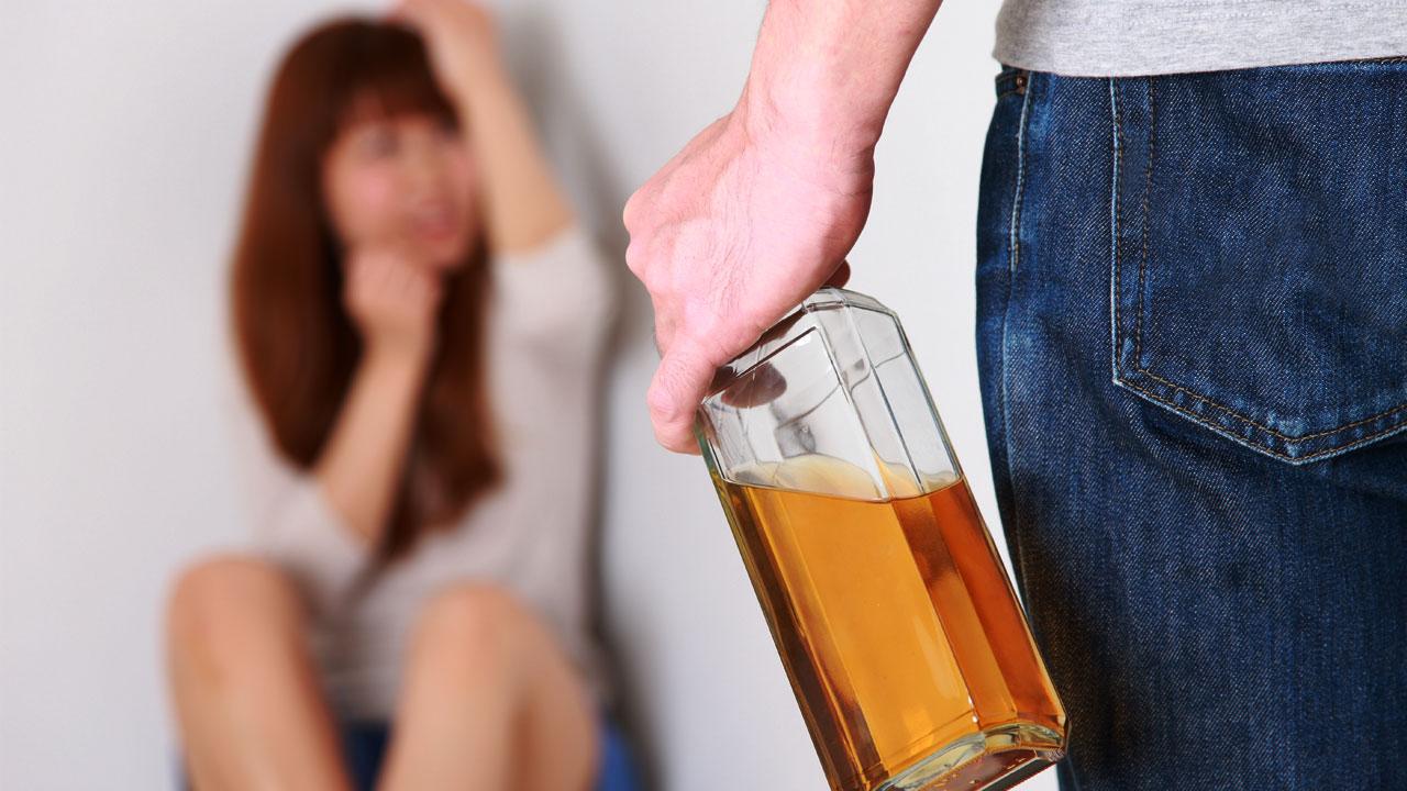 성폭행하려 여사장에게 마약 탄 음료 먹인 조폭 구속