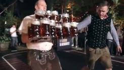 1리터 맥주잔 많이 들고 옮기기...세계 기록 도전