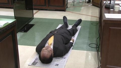 노회찬 의원이 바닥에 드러누운 이유