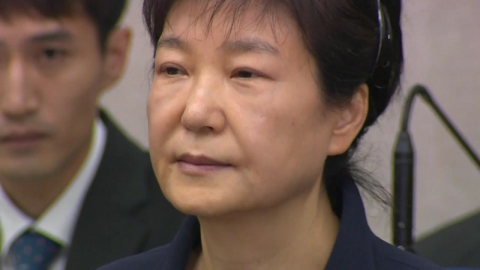 한국당, 朴과 결별 불투명…보수발 정계개편 오리무중