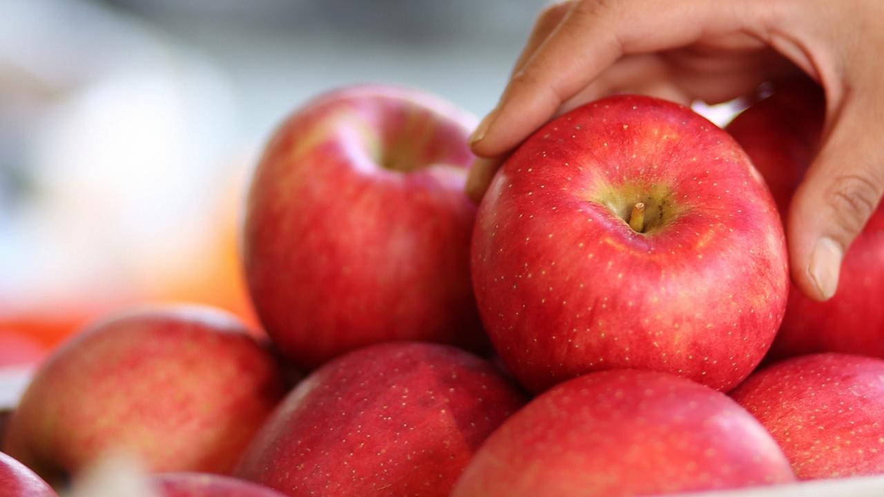 사과를 어떻게 씻어 먹어야 농약이 잘 제거될까?