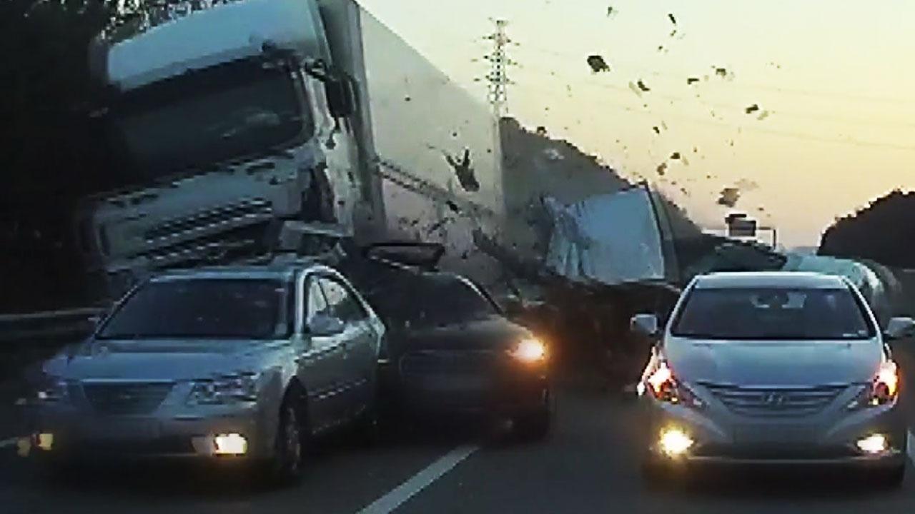 """서해안고속도로 9중 추돌사고...""""졸음운전 가능성"""""""