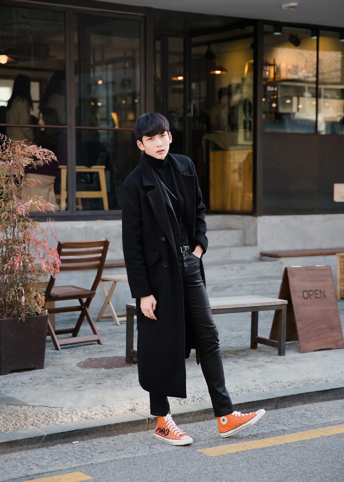 신인 모델 문강혁, 블랙이 잘 어울리는 남자