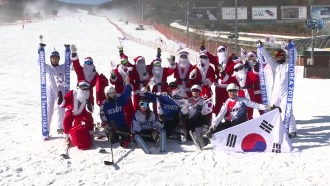 스키장에 미리 찾아온 산타클로스