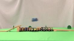끝까지 보게 되는 '장난감 기차의 주행 묘기'