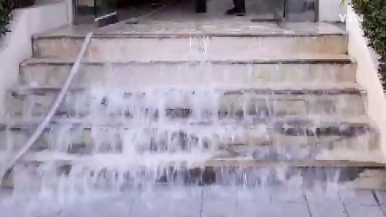 [영상] 아파트 소화전 터져 물 '줄줄'...주민 불편