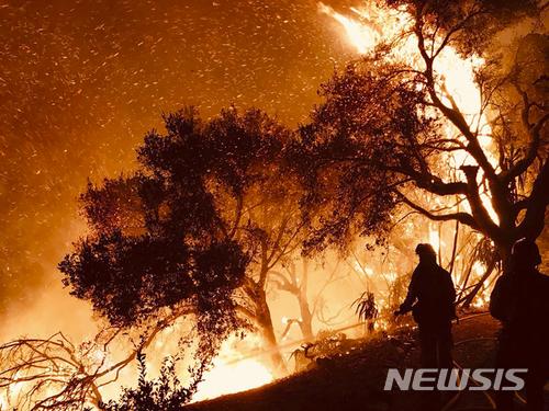 지구 밖에서도 보이는 심각한 캘리포니아 산불