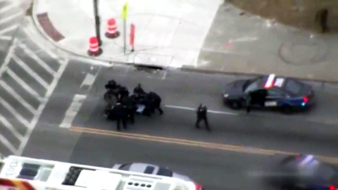 [영상] 추격전 벌인 총격범, 애인에게 제압당해