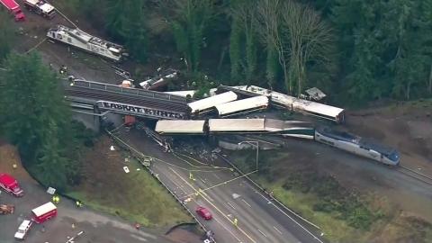 美 출근길 열차 탈선… 최소 6명 사망·수십 명 부상