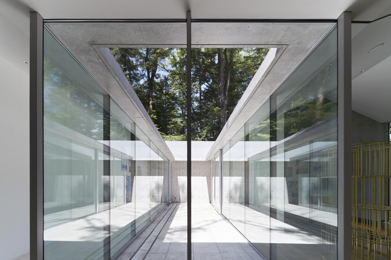 〔안정원의 건축 칼럼〕 빛과 그림자, 바람의 흐름이 공간 속에 살포시 녹아든 집 3