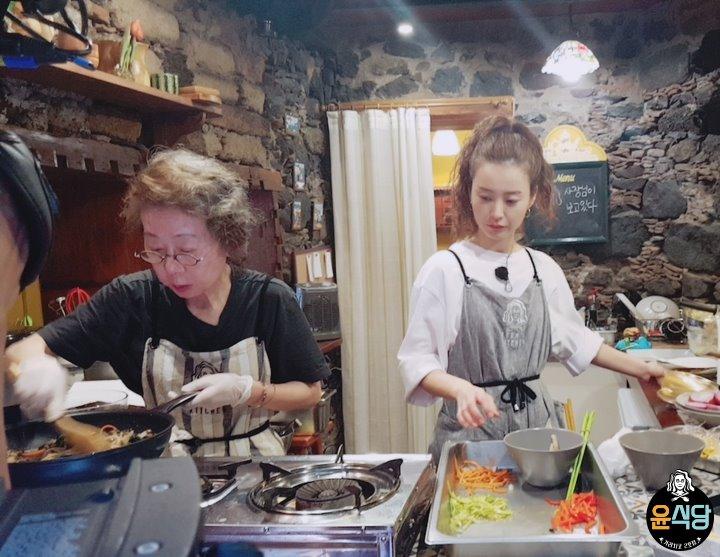 '윤식당2', 나영석 PD도 인정한 윤여정의 살신성인