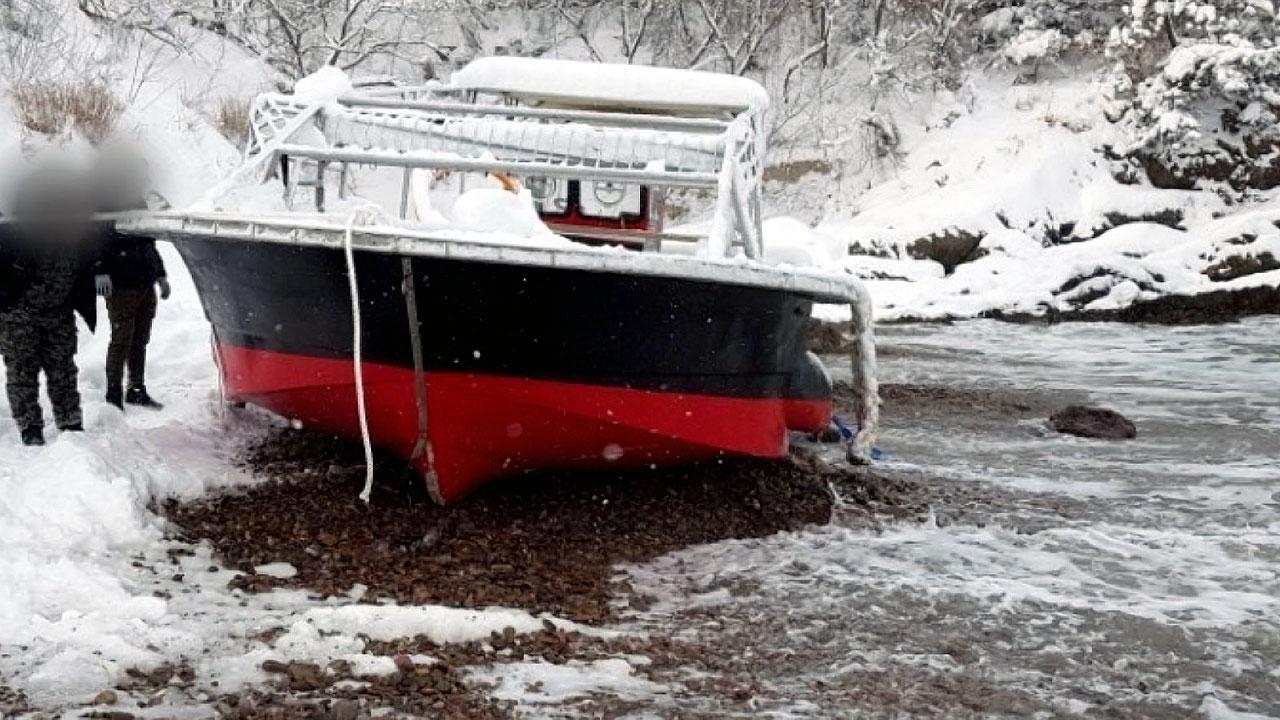 폭설·강풍에 건조한 지 나흘 된 선박 좌초