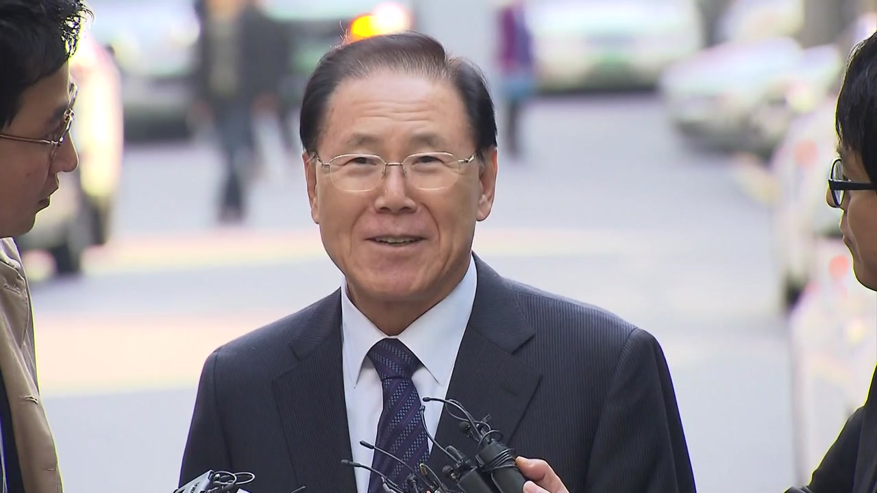 검찰, 'MB 국정원 특활비' 김진모·김희중 소환 조사