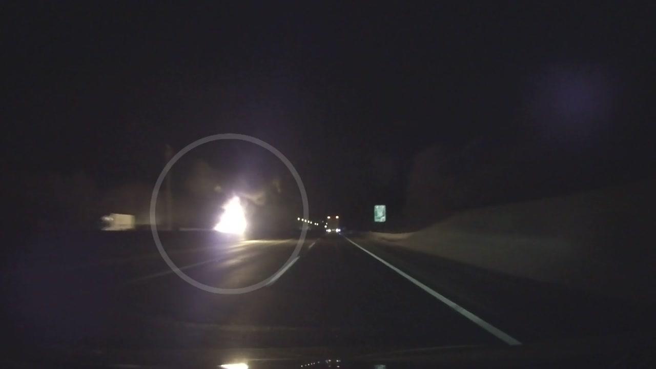 서해안고속도로 승용차 추돌 뒤 화재...1명 사망