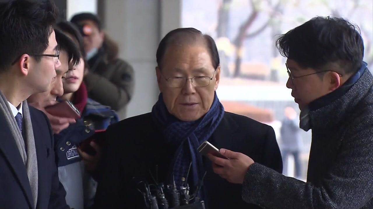 'MB 집사' 김백준, 검찰 조사 받고 새벽 귀가