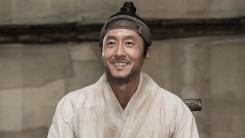 """'정신적 지도자'로 돌아온 故김주혁 """"'흥부' 속 모든 장면 기억에 남아"""""""