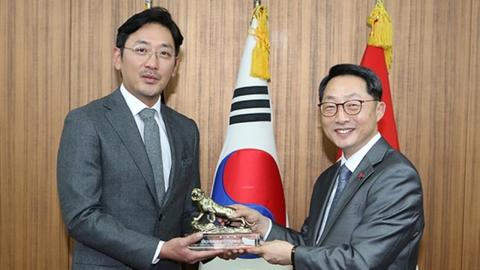 """'신과함께' 김용화 감독·하정우, 국군기무사령부 감사패…""""홍보 기여"""""""