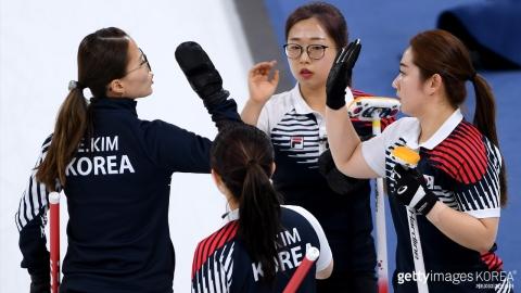 컬링 여자대표팀, 러시아도 꺾고 예선 1위로 4강 진출