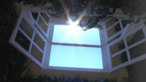 햇살 비치는 지하철역…인공 태양광으로 분위기 탈바꿈