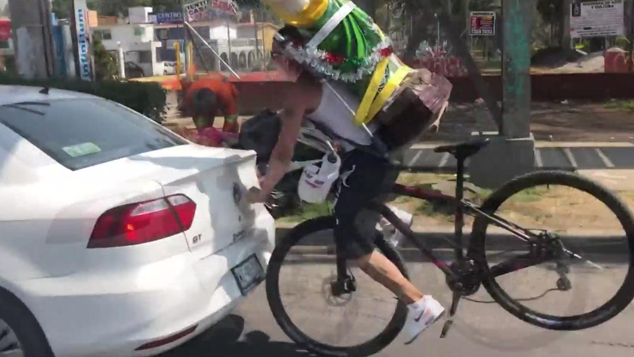 [영상] 순간의 방심이 부른 아찔한 충돌 순간