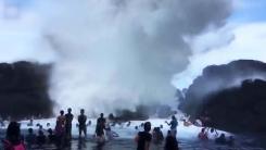[지구촌 생생영상] 6m 파도가 만들어낸 자연적인 물놀이장