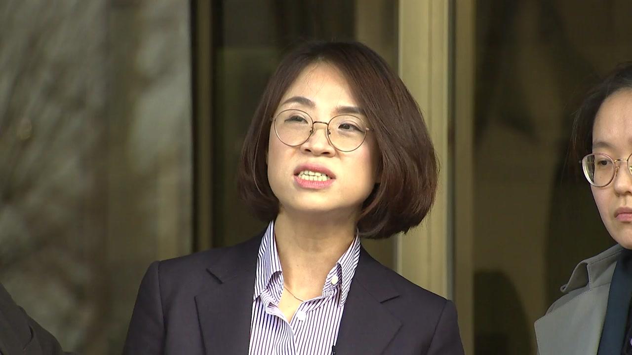 '안희정 성폭행' 두 번째 폭로자, 검찰에 고소장 제출