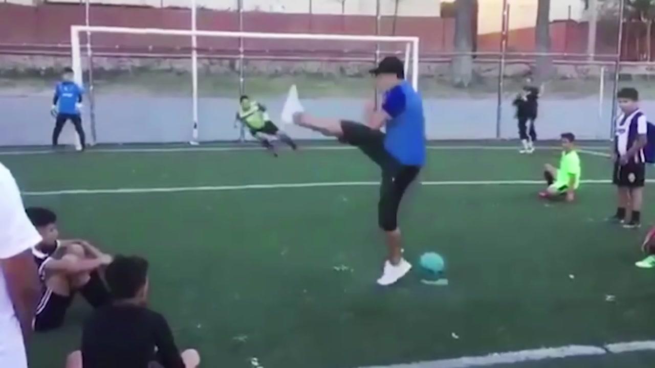 [지구촌생생영상] 골키퍼를 완벽하게 속인 페널티킥