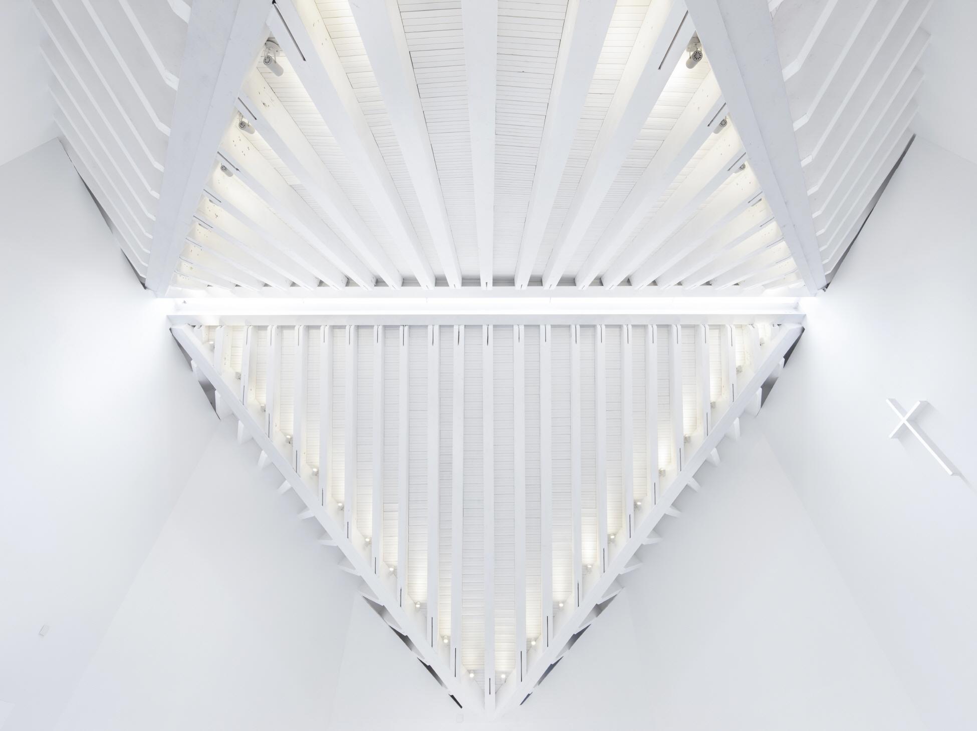 〔안정원의 건축 칼럼〕 이중 외관 구조 시스템으로 구현된 빛을 머금은 예배당 공간 2
