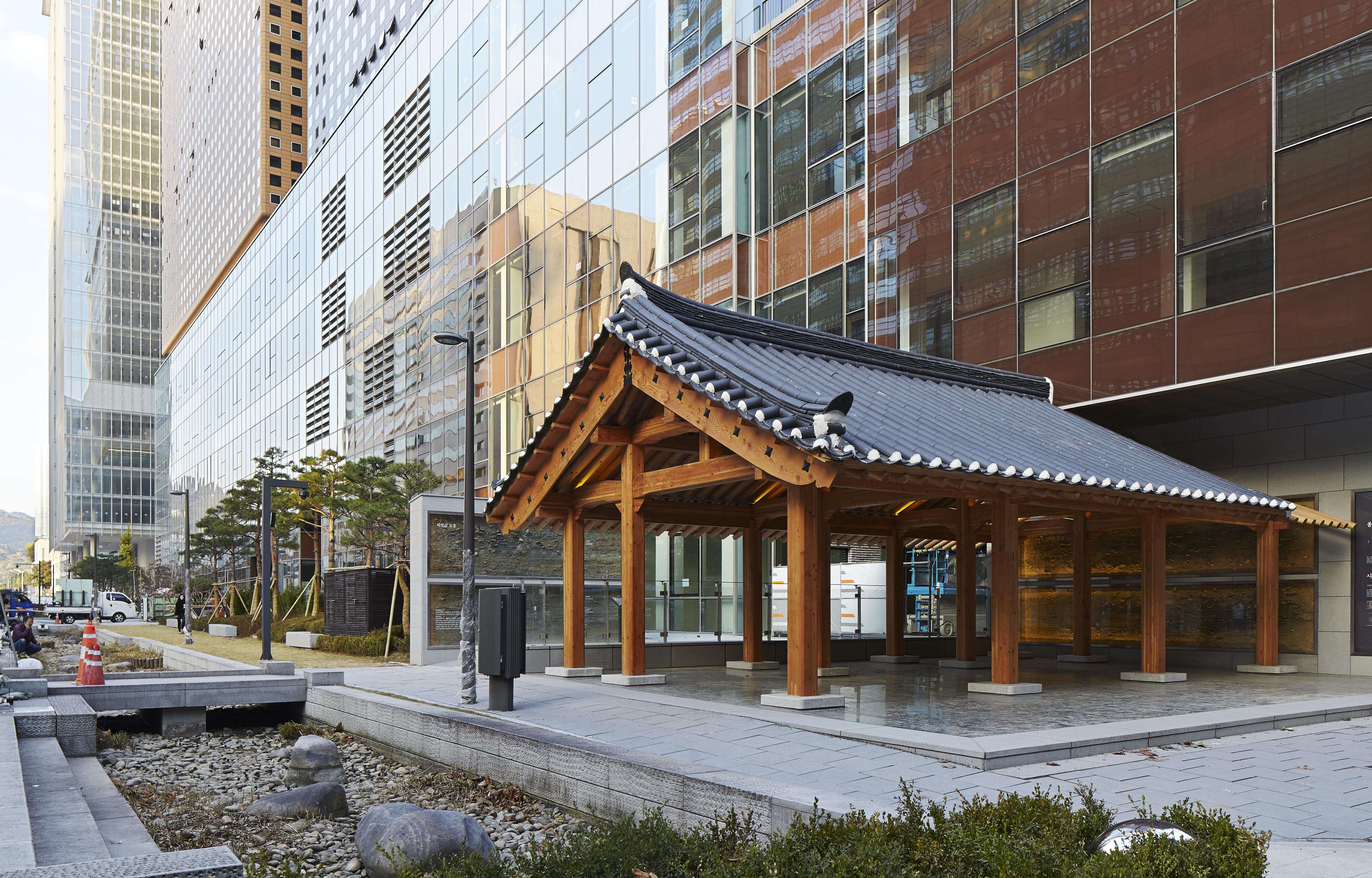 〔안정원의 디자인 칼럼〕 과거와 현재가 공존하는 문화 지향형 오피스 건축 3