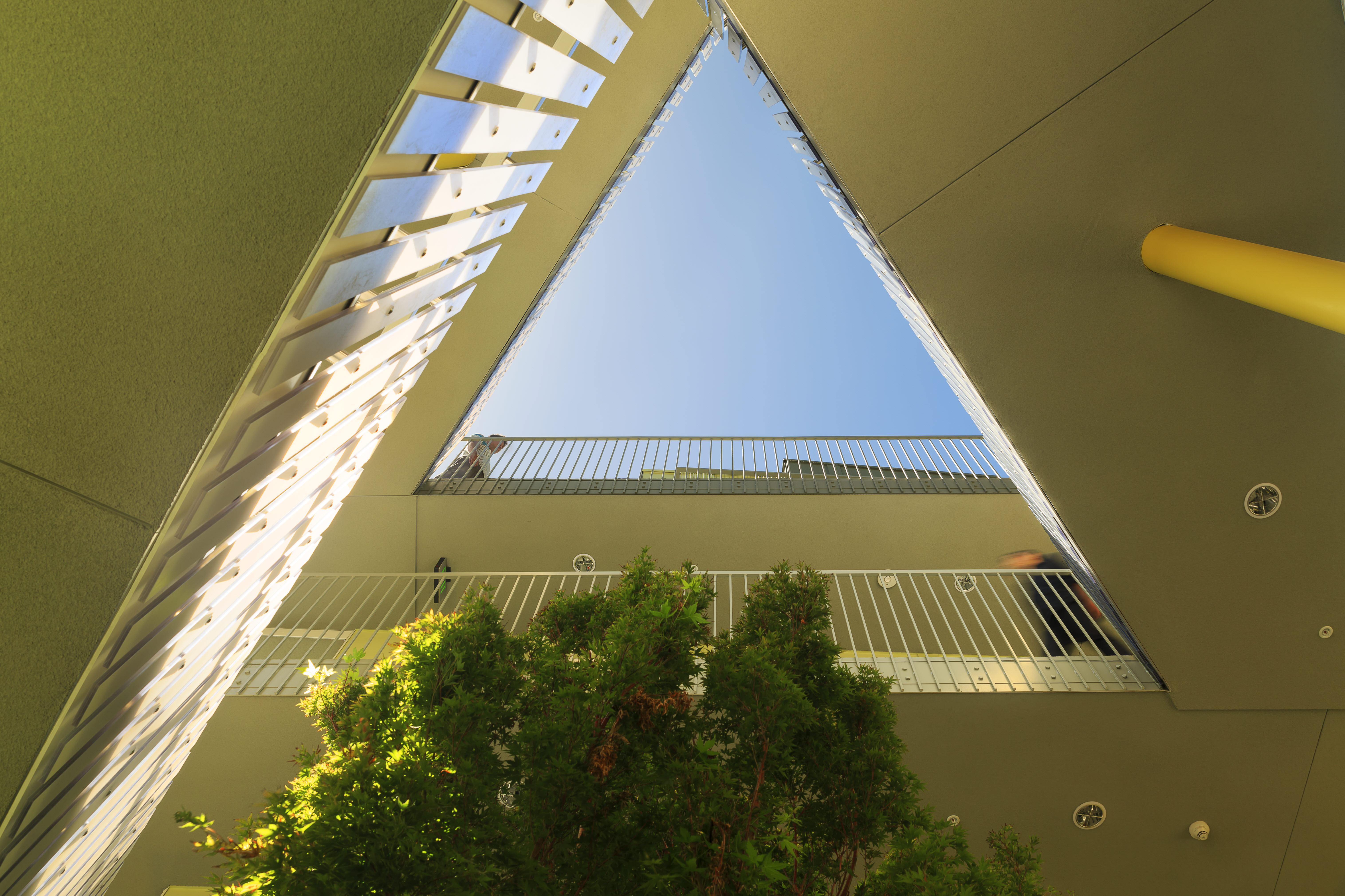 〔안정원의 디자인 칼럼〕 다리, 보도, 계단이 절묘하게 어우러진 주거 환경 2