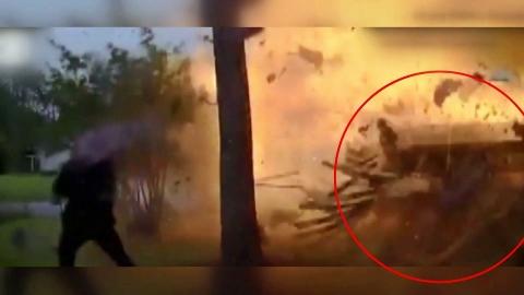 [영상] 무면허 차량 돌진…주택 '엄청난 폭발'