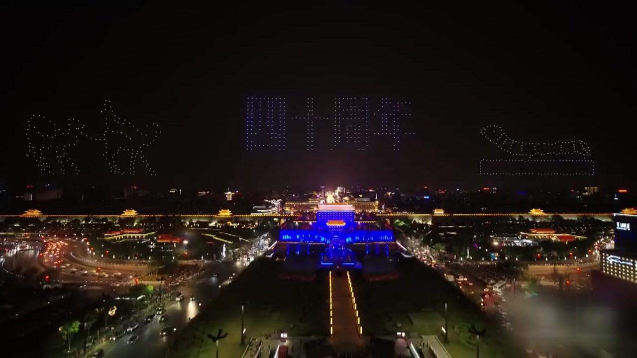 [영상] 중국 밤하늘 수놓은 '드론 1,374대'