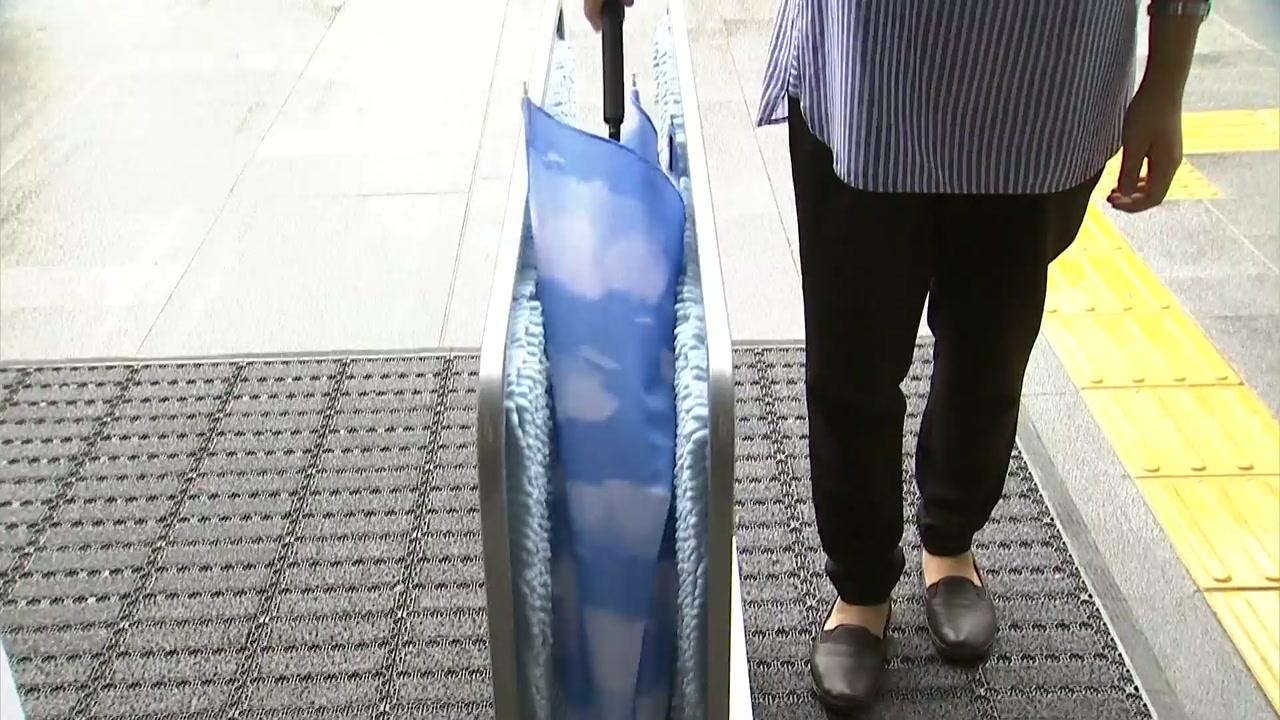 [뉴스큐 이슈스토리] '우산 비닐 커버' 규제...그 후