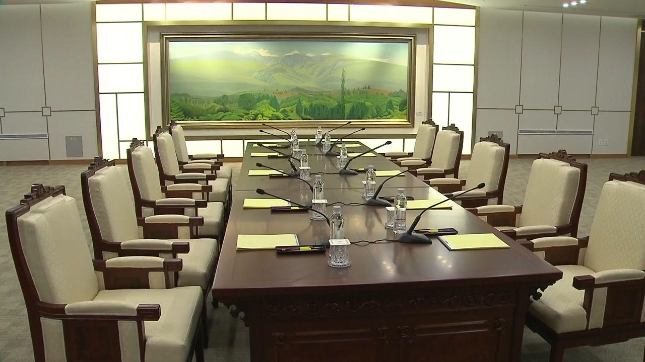 """北, 일방적 회담 연기...정부 """"유감, 대화 지속"""""""