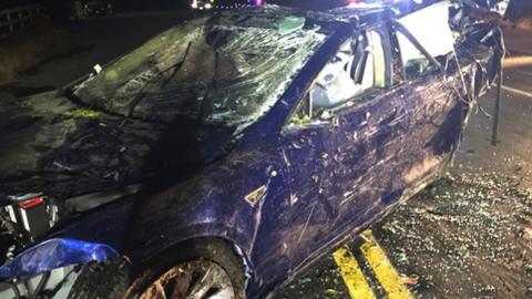 테슬라 자율주행차, 연못으로 돌진해 탑승자 사망