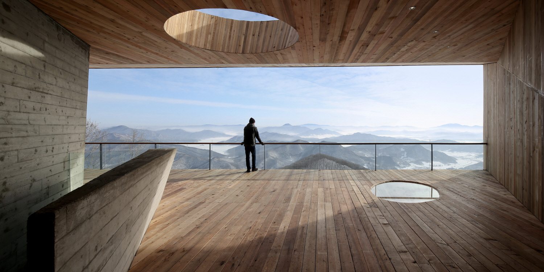 〔안정원의 건축 칼럼〕 숲의 경계에서 수평적 조망성을 극대화하고 이색적인 전망 플랫폼 4