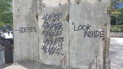 청계천 '베를린 장벽' 그라피티로 훼손...경찰, 수사할 듯