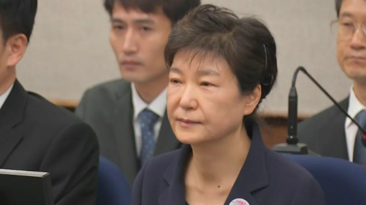 검찰, '국정원 뇌물' 박근혜 징역 12년 구형