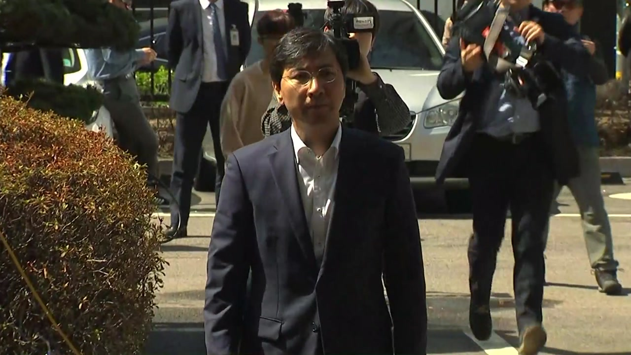 '성폭행 혐의' 안희정 전 충남지사 오늘 첫 재판