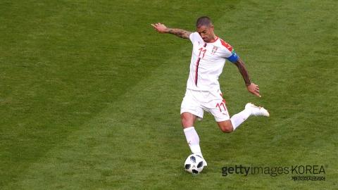 콜라로프, 환상적인 왼발 프리킥 골...세르비아 첫 승
