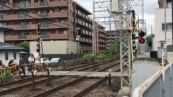 일본 오사카 지진...무너진 담장에 깔려 3명 사망